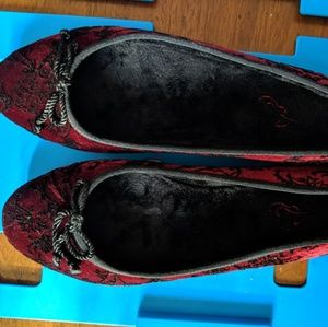 Oriental embroidered shoes